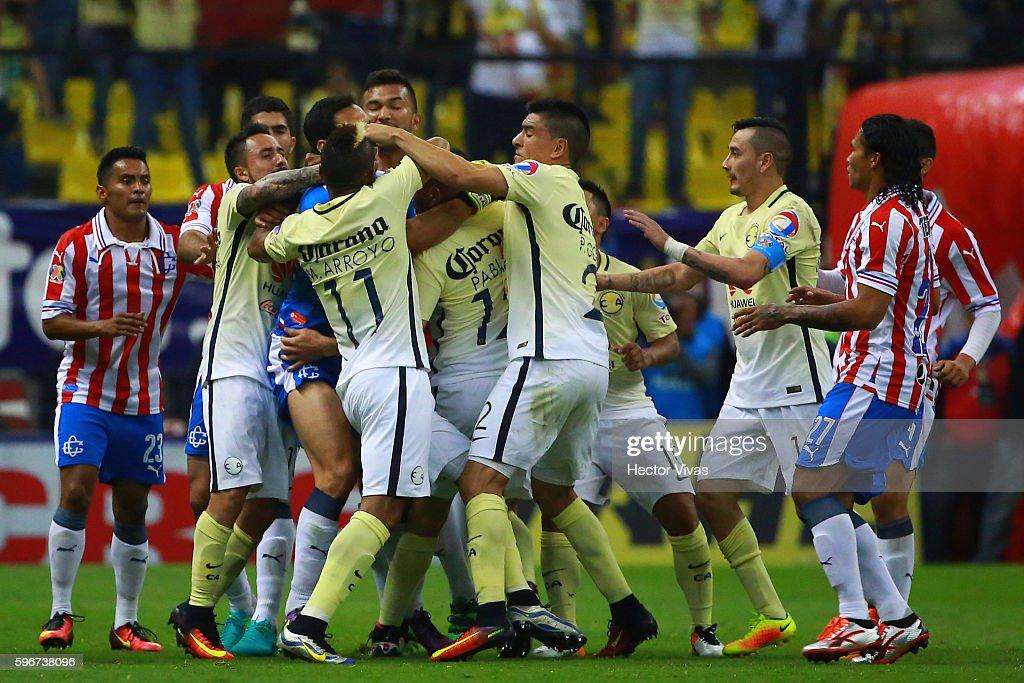 America v Chivas - Torneo Apertura 2016 Liga MX : News Photo