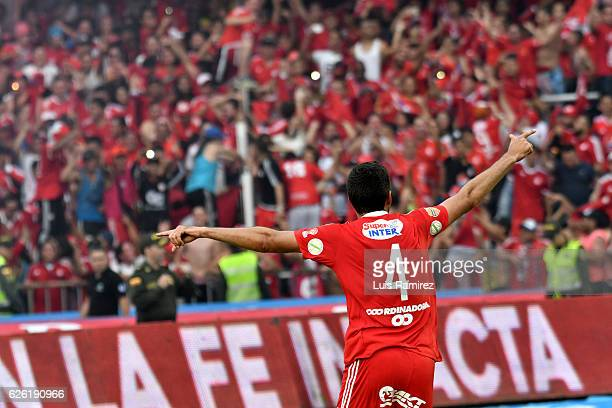 Players of America celebrate after winning a match between America de Cali and Deportes Quindio as part of 6th round of Quadrangular Group B of...