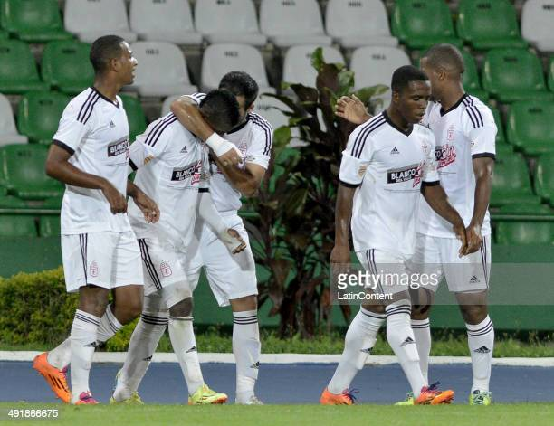 Players of America de Cali celebrate the first goal of the gabe scored by Yamilson Rivera during a match between America de Cali and Deportes Quindio...