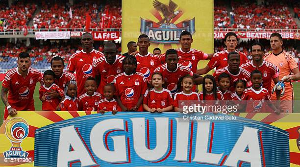 Players of America de Cali pose for a photo prior the match between America de Cali and Cucuta as part of round 16 of Torneo Aguila 2016 second leg...
