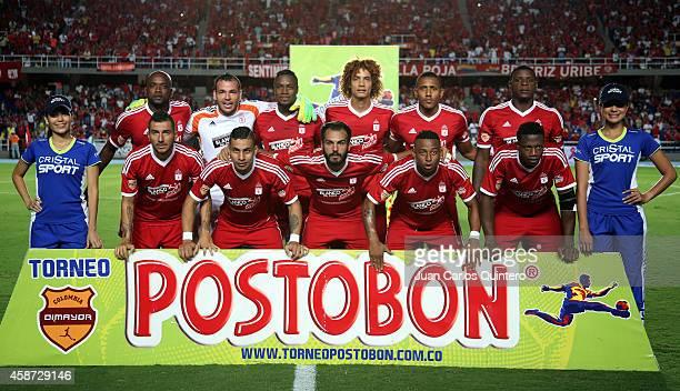 Players of America de Cali pose for a team photo prior a match between América de Cali and Deportivo Pereira as part of round 19 of Torneo Postobon...