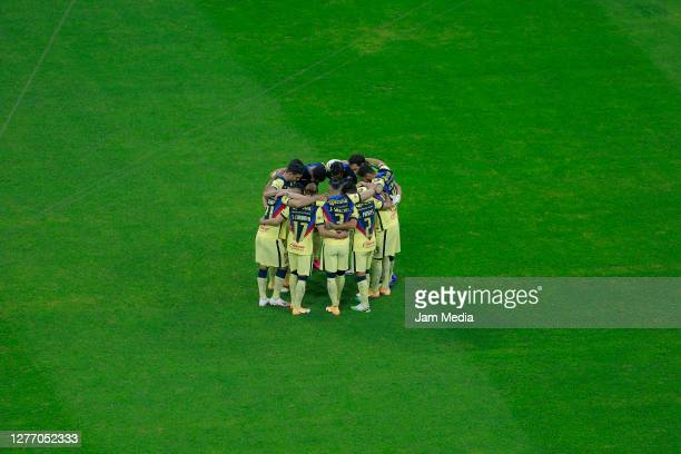 Players of America gather prior the 12th round match between Cruz Azul and America as part of the Torneo Guard1anes 2020 Liga MX at Azteca Stadium on...