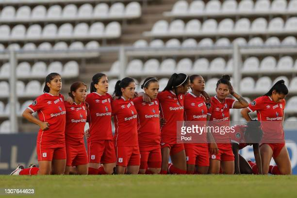 Players of America kneel in the middle of the field during penalty shoot-out during a semifinal match of Women's Copa CONMEBOL Libertadores 2020...