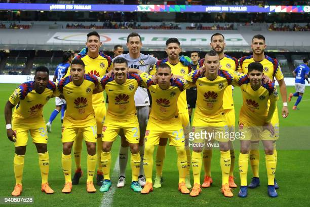 Players of America pose prior the 13th round match between America and Cruz Azul as part of the Torneo Clausura 2018 Liga MX at Azteca Stadium on...