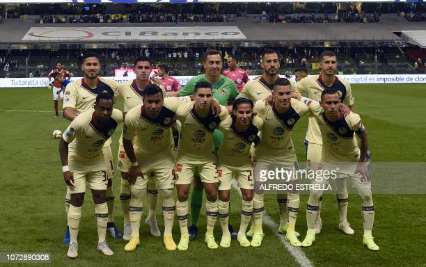 Players of America poses for photographers during the first round of final of the Mexican Apertura tournament football match at the Azteca stadium on...