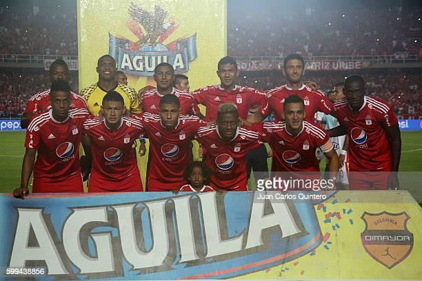 Players of América de Cali pose for a team photo prior to a match between America de Cali and Pereira as part of Torneo Aguila 2016 second leg at...