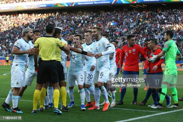 Players of Argentina and Chile argue with Referee Mario Diaz de Vivar after showing Gary Medel of Chile and Lionel Messi of Argentina the red card...