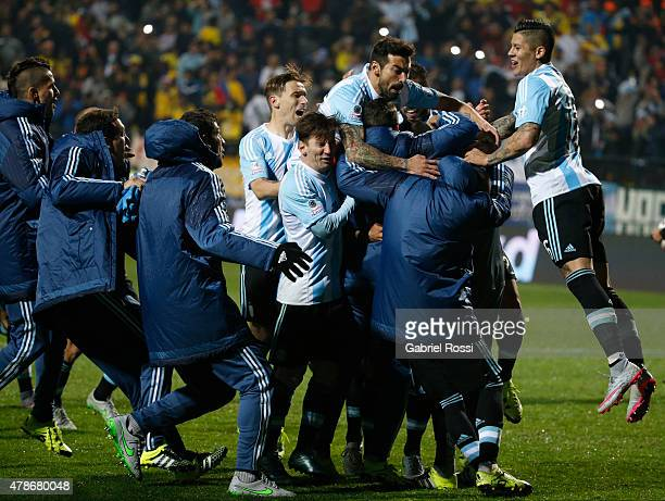 Players of Argentina celebrate after the 2015 Copa America Chile quarter final match between Argentina and Colombia at Sausalito Stadium on June 26,...