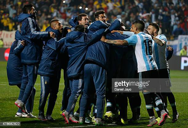 Players of Argentina celebrate after winning the 2015 Copa America Chile quarter final match between Argentina and Colombia at Sausalito Stadium on...