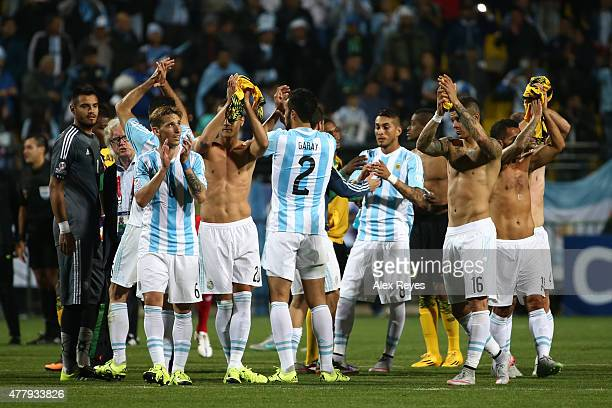 Players of Argentina greet fans after the 2015 Copa America Chile Group B match between Argentina and Jamaica at Sausalito Stadium on June 20 2015 in...