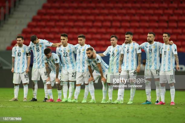 Players of Argentina line up during a penalty shootout after a semi-final match of Copa America Brazil 2021 between Argentina and Colombia at Mane...