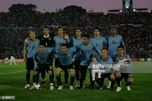 Players of Argentina line up for a photograph during their FIFA World Cup South Africa2010 qualifier football match at the Centenario Stadium on...