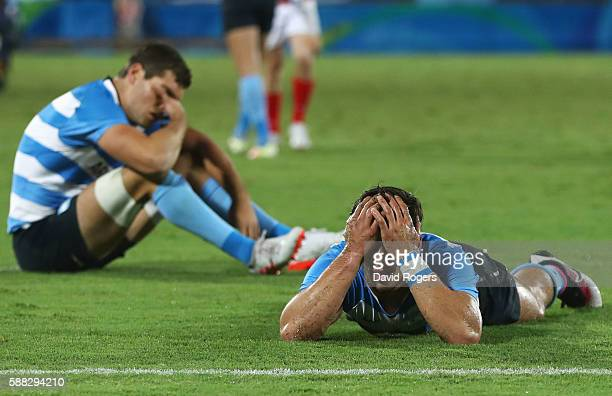 Players of Argentina look dejected after the the Men's Quarterfinal 3 Match 23 between Great Britain and Argentina on Day 5 of the Rio 2016 Olympic...