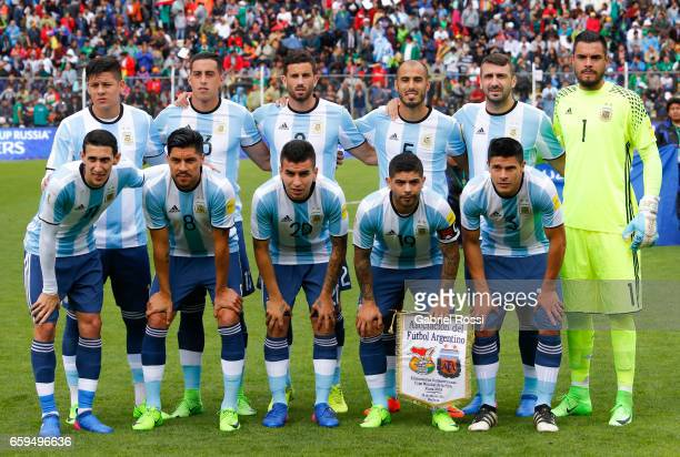 Players of Argentina pose for a photo prior the match between Bolivia and Argentina as part of FIFA 2018 World Cup Qualifiers at Hernando Siles...