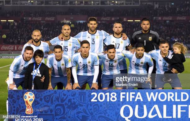 Players of Argentina pose for a photo prior to the first during a match between Argentina and Venezuela as part of FIFA 2018 World Cup Qualifiers at...