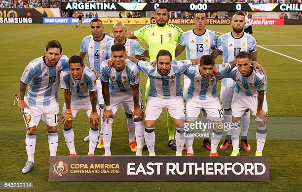 Players of Argentina pose for the team photo prior to the championship match between Argentina and Chile at MetLife Stadium as part of Copa America...