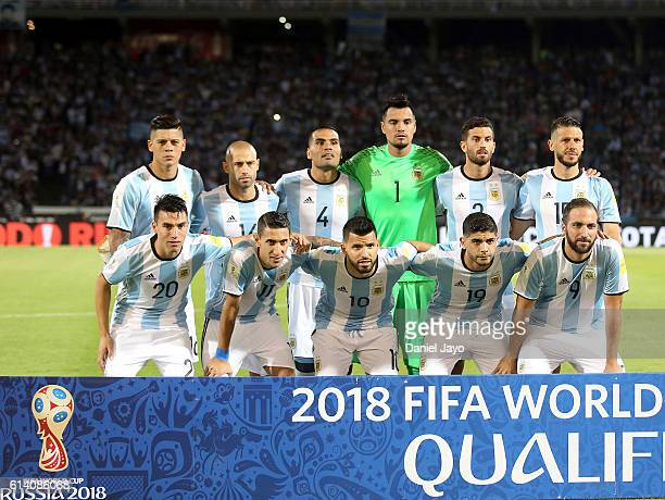 Players of Argentina pose prior a match between Argentina and Paraguay as part of FIFA 2018 World Cup Qualifiers at Mario Alberto Kempes Stadium on...