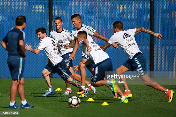 Players of Argentina run during Argentina training session at Metlife Stadium on June 25 2016 in East Rutherford New Jersey United States