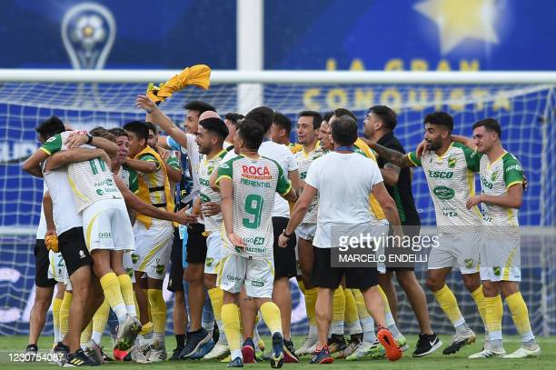 Players of Argentina's Defensa y Justicia celebrate after defeating Argentina's Lanus to win the Copa Sudamericana final football at Mario Alberto...