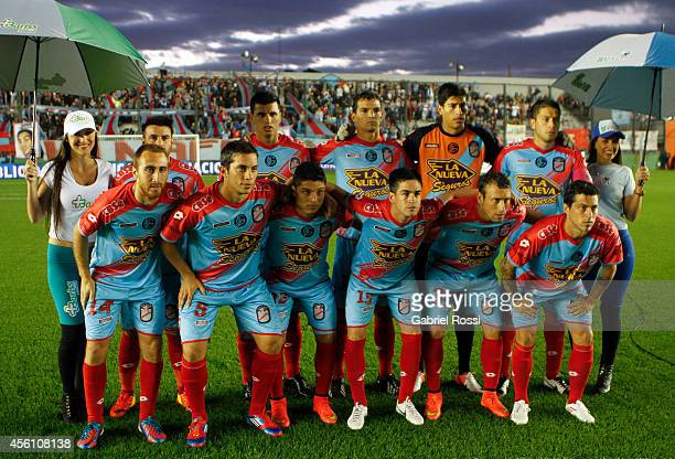 Players of Arsenal pose for a photo prior a match between Arsenal FC and River Plate as part of seventh round of Torneo de Transicion 2014 at Julio...