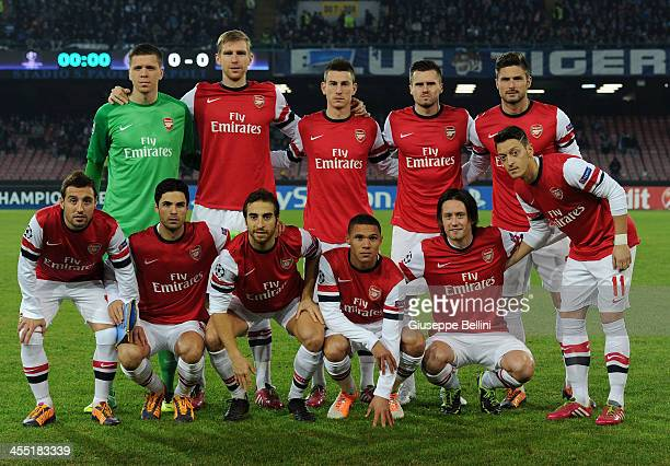 Players of Arsenal pose for a team photograph before the UEFA Champions League Group F match between SSC Napoli and Arsenal at Stadio San Paolo on...