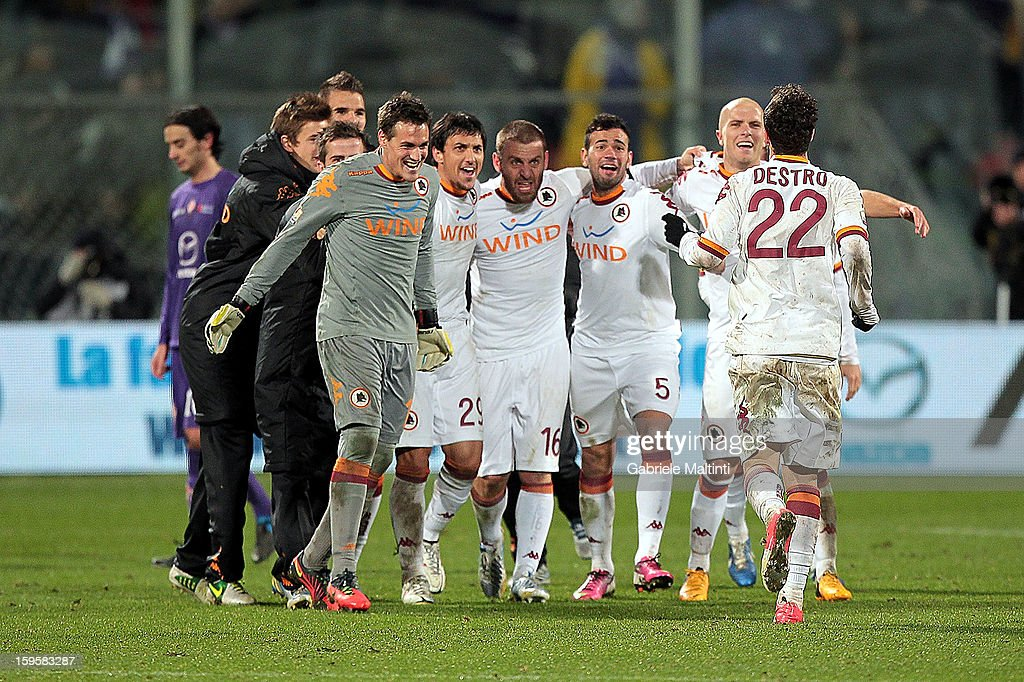Players of AS Roma celebrate the victory after the TIM cup match between ACF Fiorentina and AS Roma at Artemio Franchi on January 16, 2013 in Florence, Italy.