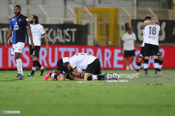 Players of ASC Spezia celebrates the victory after the Serie B Playoffs match between ASC Spezia and Chievo Verona at Stadio Alberto Picco on August...