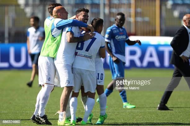 Players of Atalanta BC celebrates the victory after during the Serie A match between Empoli FC and Atalanta BC at Stadio Carlo Castellani on May 21...