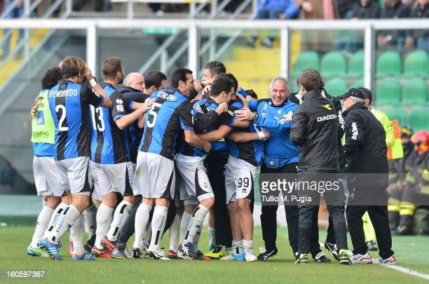 Players of Atalanta celebrate after scoring the opening goal during the Serie A match between US Citta di Palermo and Atalanta BC at Stadio Renzo...