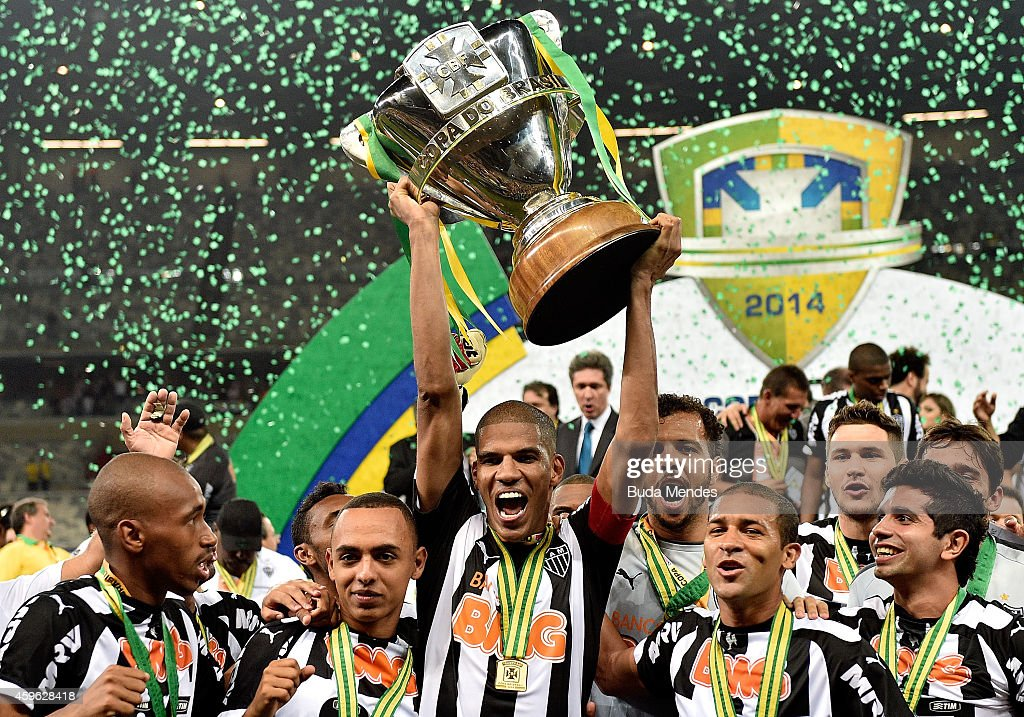 Cruzeiro v Atletico MG - Copa do Brasil 2014 Final : News Photo