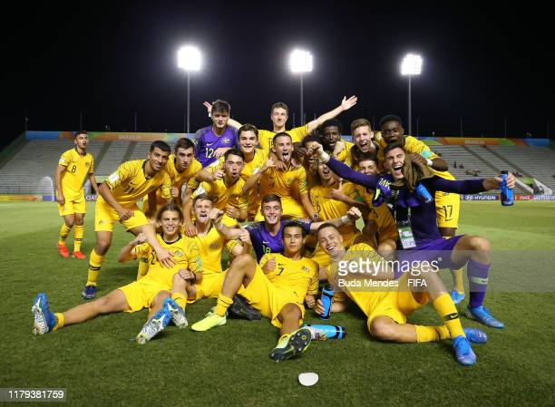 Players of Australia celebrate the victory after the FIFA U-17 Men's World Cup Brazil 2019 group B match between Australia and Nigeria at Valmir...