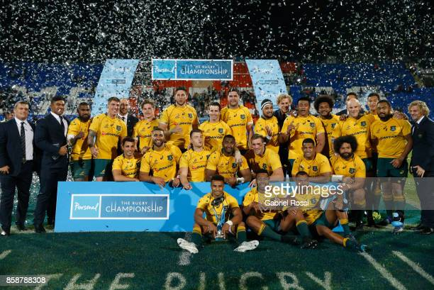 Players of Australia pose for a photo after winning The Rugby Championship match between Argentina and Australia at Malvinas Argentinas Stadium on...
