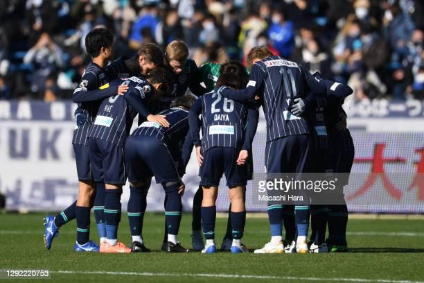 Players of Avispa Fukuoka make the huddle during the J.League Meiji Yasuda J2 match between Avispa Fukuoka and Tokushima Vortis at the Best Denki...