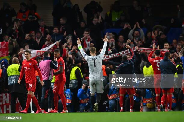 Players of Bayern celebrate with their fans during the UEFA Champions League round of 16 first leg match between Chelsea FC and FC Bayern Muenchen at...