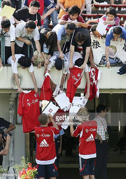 Players of Bayern Munich sign autographs for Japanese fans during the kids clinic on their Japan tour on July 30 2006 in Urasa Saitama Prefecture...