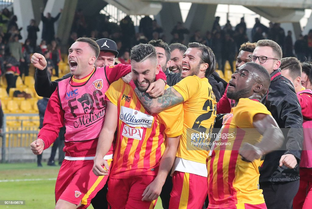 Players of Benevento Calcio and Massimo Coda of Benevento Calcio celebrate the 2-1 goal scored by Massimo Coda during the serie A match between Benevento Calcio and UC Sampdoria at Stadio Ciro Vigorito on January 6, 2018 in Benevento, Italy.