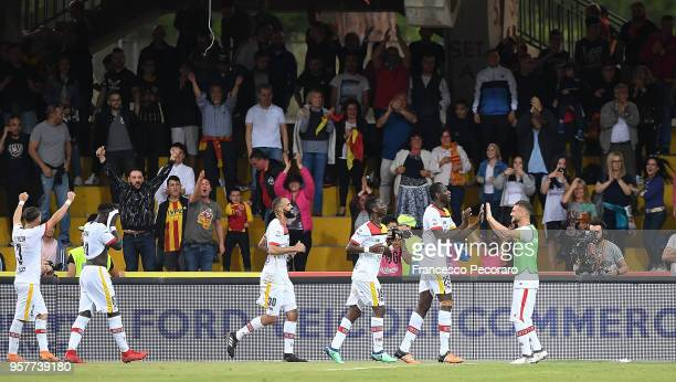 Players of Benevento Calcio celebrate after Cheick Diabat scored the 10 goal during the serie A match between Benevento Calcio and Genoa CFC at...