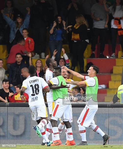 Players of Benevento Calcio celebrate after Cheick Diabatè scored the 10 goal during the serie A match between Benevento Calcio and Genoa CFC at...