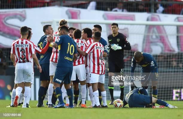 Players of Boca Juniors argue with players of Estudiantes during a match between Estudiantes and Boca Juniors as part of Superliga Argentina 2018/19...