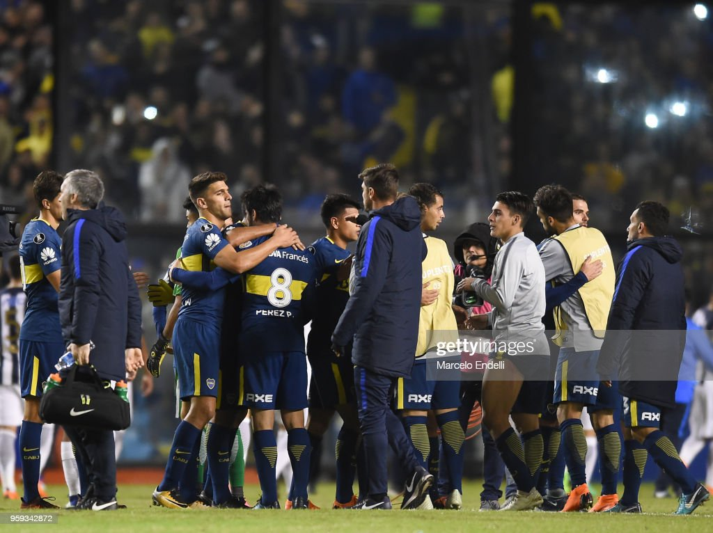 Players of Boca Juniors celebrate after winning a match between Boca Juniors and Alianza Lima at Alberto J. Armando Stadium on May 16, 2018 in La Boca, Argentina.