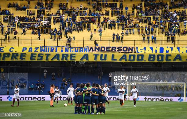 Players of Boca Juniors huddle up before a match between Boca Juniors and Lanus as part of Zona Campeonato of the Women's First Division at Alberto J...