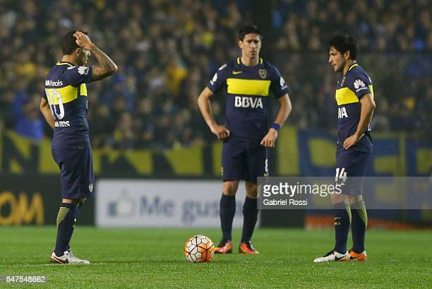 Players of Boca Juniors looks dejected during a second leg match between Boca Juniors and Independiente del Valle as part of semifinals of Copa...