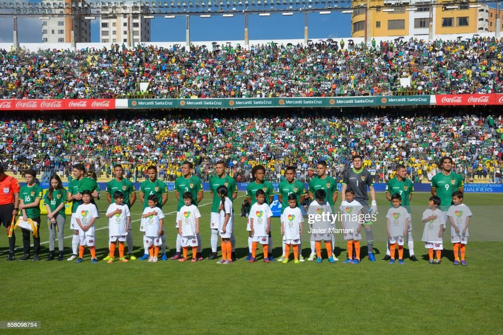 Players of Bolivia line up prior to a match between Bolivia and Brazil as part of FIFA 2018 World Cup Qualifiers at Hernando Siles Stadium on October 05, 2017 in La Paz, Bolivia.