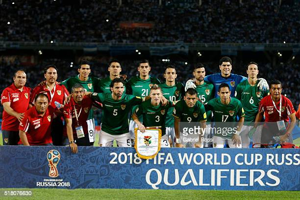 Players of Bolivia pose before a match between Argentina and Bolivia as part of FIFA 2018 World Cup Qualifiers at Mario Alberto Kempes Stadium on...