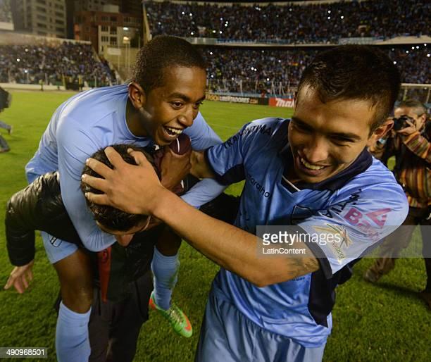 Players of Bolívar celebrate after winning a second leg quarter final match between Bol'ívar and Lanúœs as part of Copa Bridgestone Libertadores 2014...