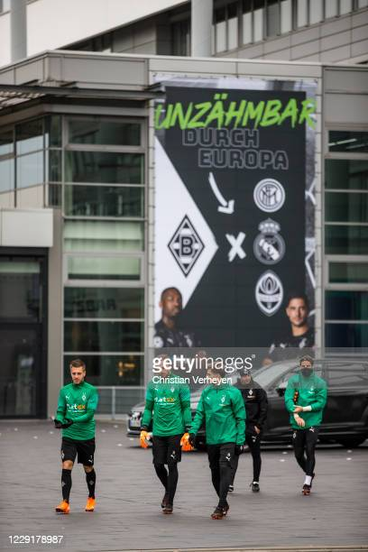 Players of Borussia Moenchengladbach are seen ahead a training session of Borussia Moenchengladbach at BorussiaPark on October 20 2020 in...