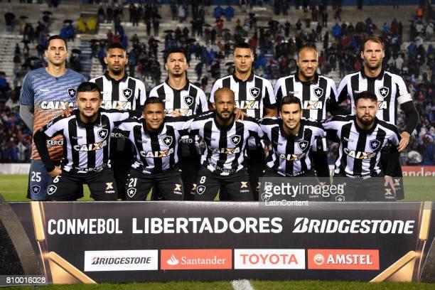 Players of Botafogo pose for a photo prior to the first leg match between Nacional and Botafogo as part of Copa CONMEBOL Libertadores 2017 at Gran...