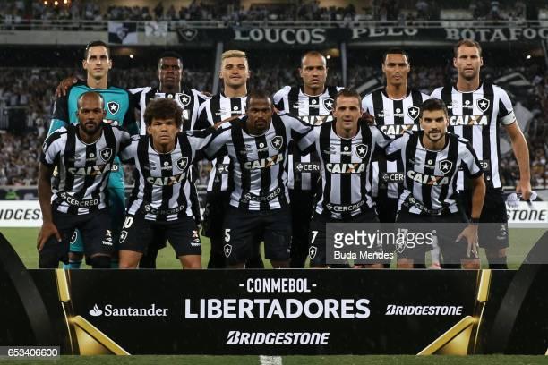 Players of Botafogo pose for photographers during a match between Botafogo and Estudiantes as part of Copa Bridgestone Libertadores 2017 at Nilton...