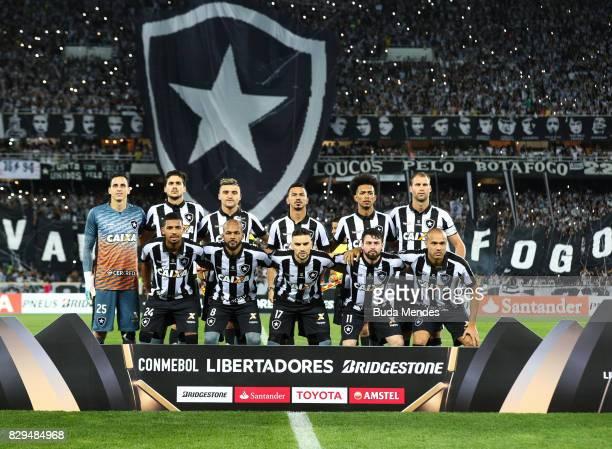 Players of Botafogo pose for photographers during a match between Botafogo and Nacional URU as part of Copa Bridgestone Libertadores 2017 at Nilton...
