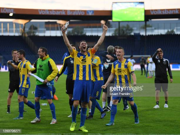 Players of Braunschweig celebrate the promotion to the second Bundesliga after the 3 Liga match between Eintracht Braunschweig and SV Waldhof...